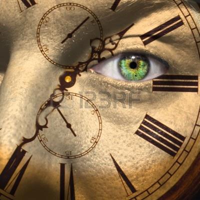 14128017-reloj-pintado-en-la-cara-de-hombre-con-el-envejecimiento-o-el-concepto-del-reloj-biologico
